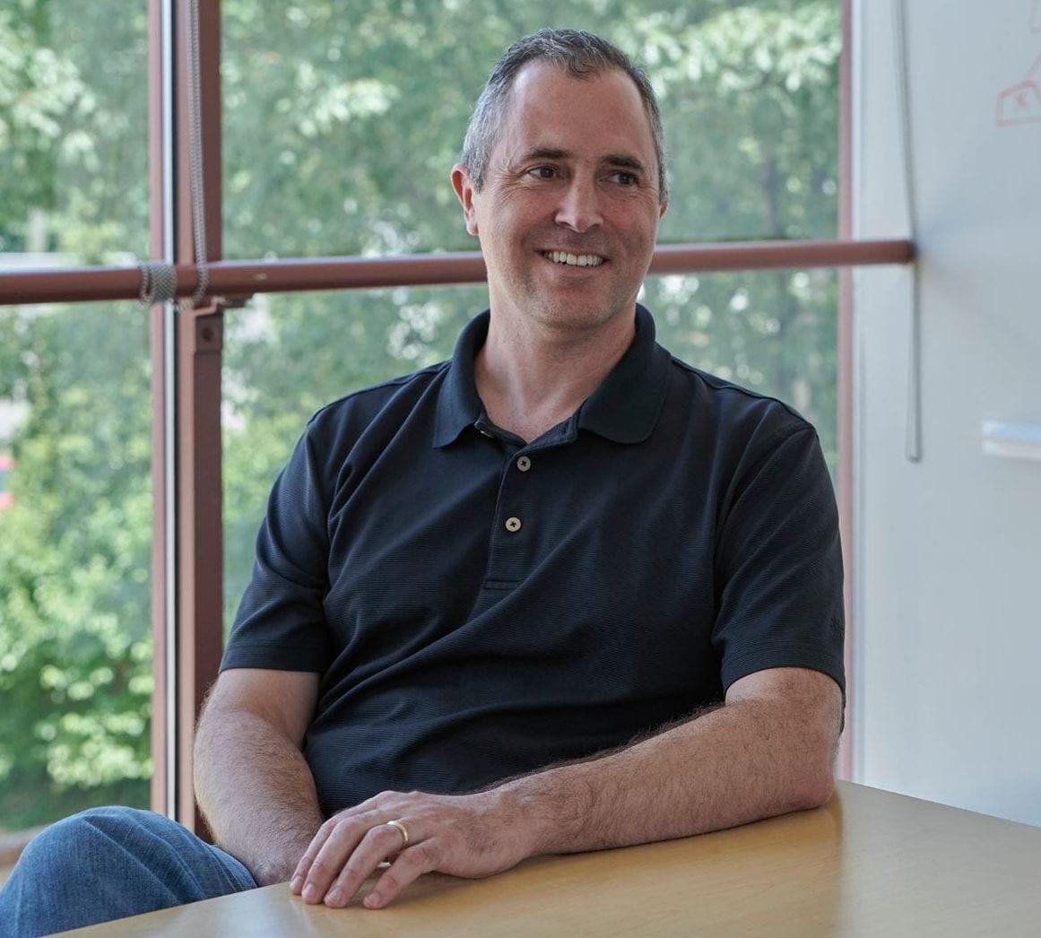 برایان نوزک، از بنیانگذاران و مدیر اجرایی مرکز علم شفاف